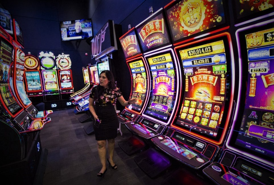 Top Gambling Casino Accounts To Observe On Twitter